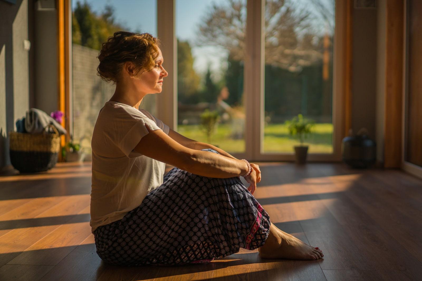 Adamik Ildikó  jógázik 3. - meditáció